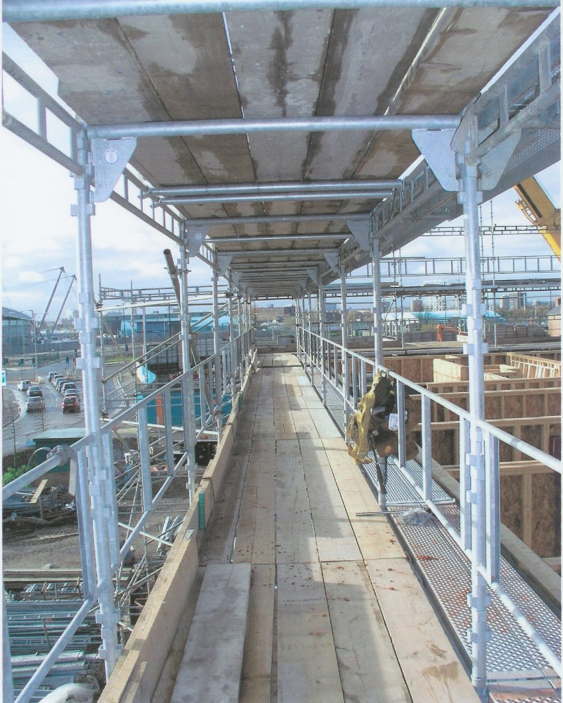 Suspended Scaffolding Universal : Speed up housebuilding with haki universal system