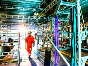 HAKI Oil and Gas Offshore - Working 2